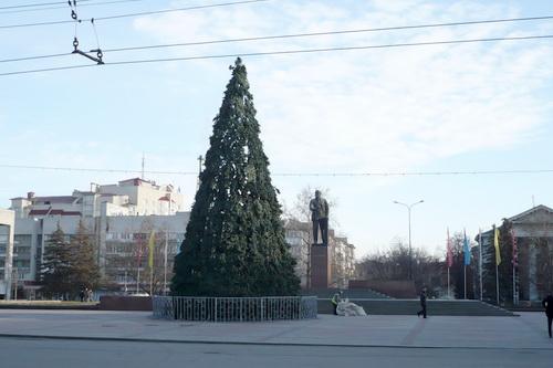 Симферополь приступил к празднованию Нового Года