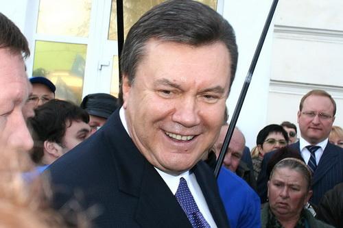 Янукович отказался от борьбы за статус русского языка