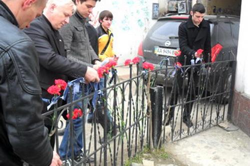 В Симферополе отметили седьмую годовщину резни в «Коттоне»