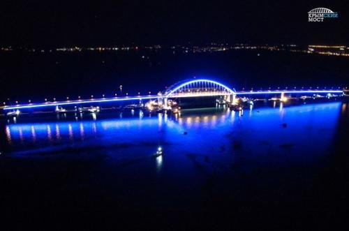 По Крымскому мосту проехало уже более 200 тысяч автомобилей