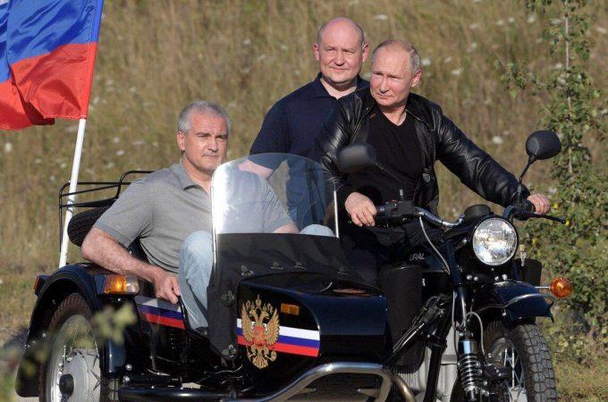 В.Путин —  С.Аксёнову: Вы работаете эффективно, я знаю