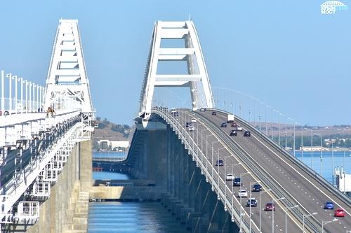 Крымский мост: 8 миллионов машин за полтора года работы