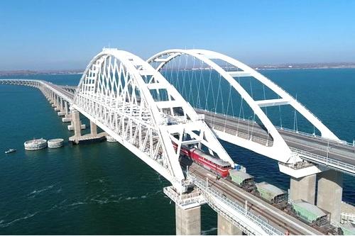 Железнодорожные конструкции Крымского моста испытывают тяжелой нагрузкой
