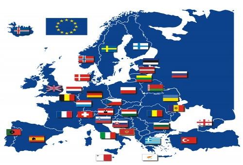 Зачем Европу накачивают мигрантами? Три основные версии