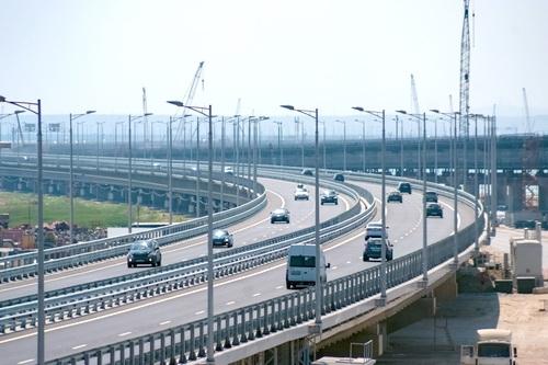 По Крымскому мосту проехали уже более миллиона автомобилей