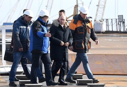 Владимир Путин и Сергей Аксёнов посетили Крымский мост