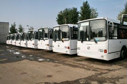 Автобусы есть, но широких улиц под них нет