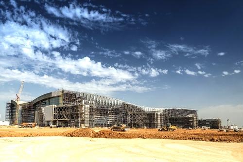Фасад нового терминала аэропорта остеклен!