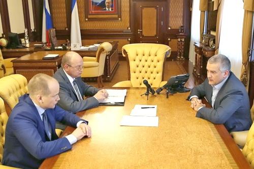 Сергей Аксёнов снова выдал Геннадию Бахареву карт-бланш
