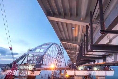 Крымский мост: пешком между двумя берегами