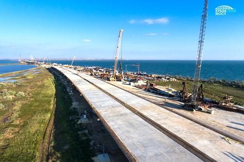Крымский мост преодолел экватор