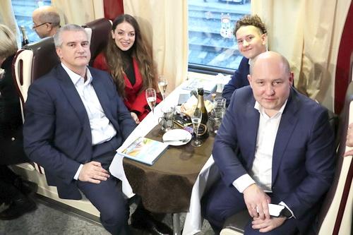 Сергей Аксёнов в первом поезде в российском Крыму: Это эпохально! 5 (2)