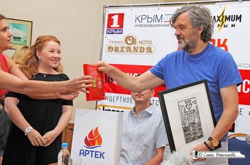 Крымский мост и Кустурица войдут в новую фотокнигу