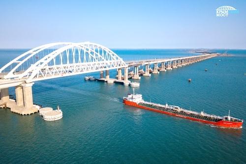 Крымский мост: 5 млн машин за первый год работы 0 (0)