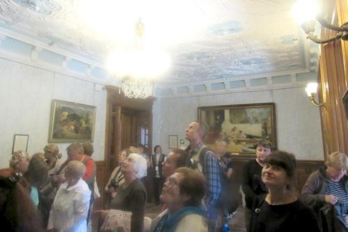 Пенсионеры-школьники отправились во дворцы