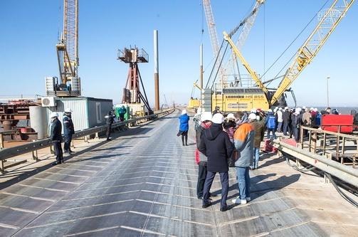 Строители Крымского моста поделились опытом организации производства с участниками строительного сектора