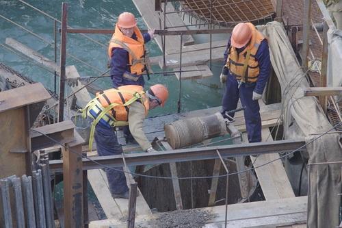 Началось бетонирование фарватерной опоры Крымского моста