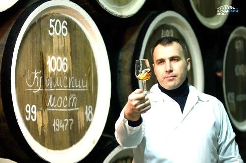 Вино «Крымский мост»: финальный этап производства