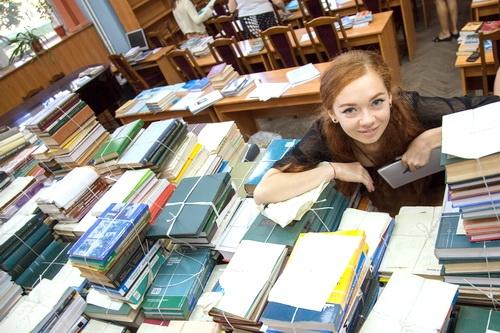 Подарок из Санкт-Петербурга: научная библиотека КФУ пополнила свою коллекцию