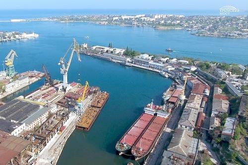 Плавучие опоры для Крымского моста выведены на воду