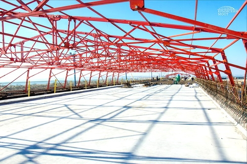 Есть первый участок плиты проезжей части Крымского моста!