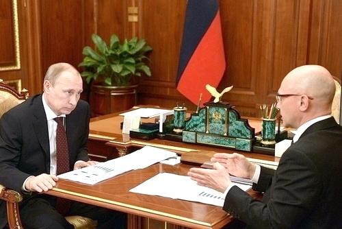 В случае избрания Клинтон президентом США будут управлять из Администрации Президента России