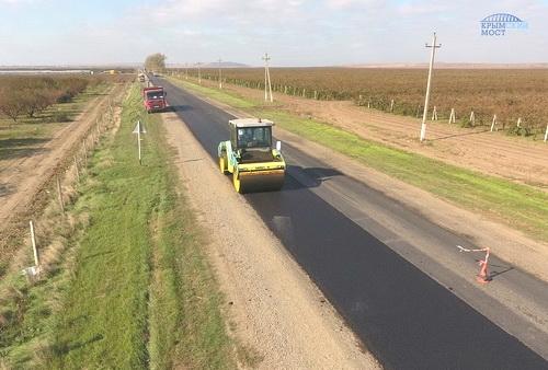 Строители моста в Крым восстановили 30 км дорог на Тамани