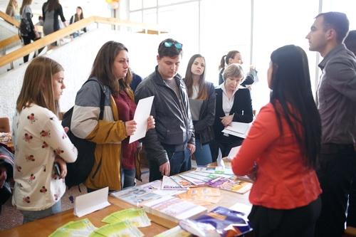Студента и работодателя объединила ярмарка вакансий