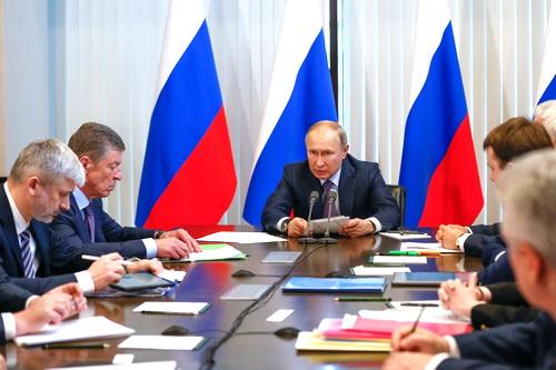 Владимир Путин в Ялте: Нужно повышать качество жизни на полуострове