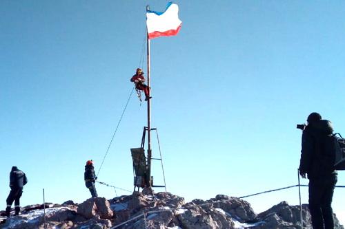 Флаг Крыма на Ай-Петри