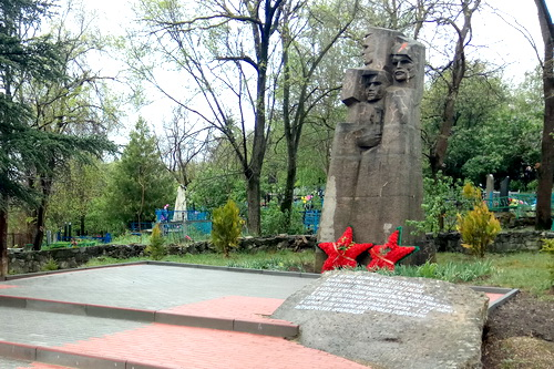 В память партизан и воинов-односельчан Партизанского 5 (1)