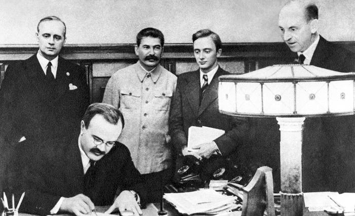 Зачем Сталину был нужен пакт Молотова – Риббентропа