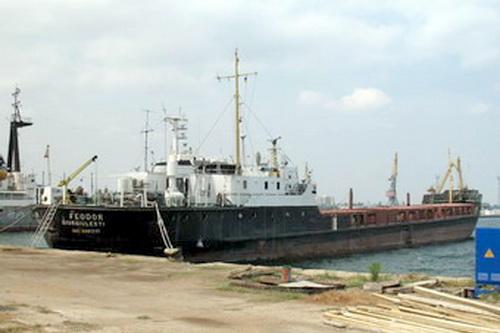 SOS!!! В Феодосии 5 месяцев стоит брошенное судно