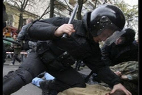 В Крыму спецназ бьет отдыхающих