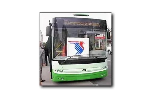 В зеленый троллейбус сажусь…
