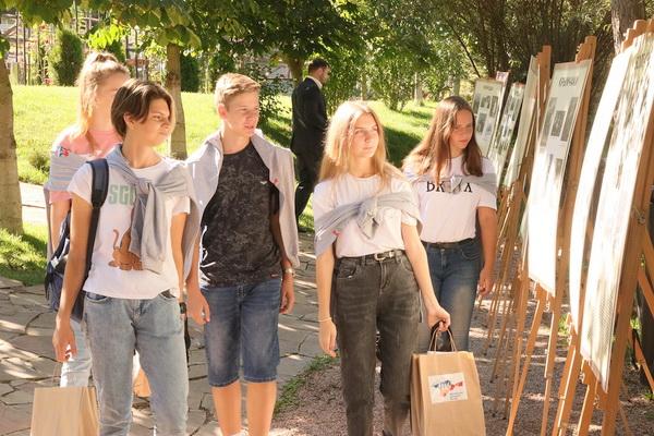 Молодежь знакомится с подробной информацией о национальном составе Республики Крым