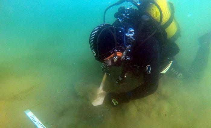 Студент из Севастополя обнаружил затонувший парусник в Керченском проливе