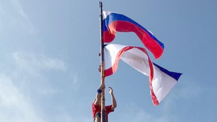 На вершине Ай-Петри установлен флаг Республики Крым