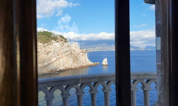 Вид из окна на Ялту