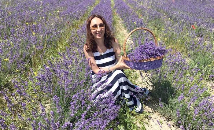 Влюбленная в крымские цветы