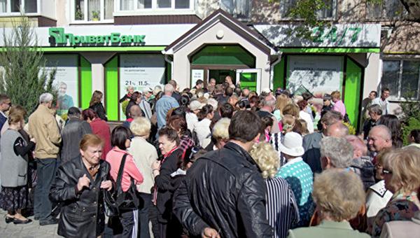 Симферополь. Так выглядел грабеж банкиром Коломойским всего населения полуострова. Март 2014. Фото автора