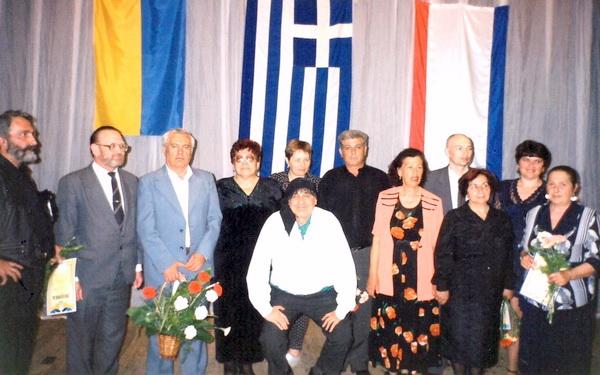 На сцене театра с руководством Федерации греков Крыма в Евпатории после проведения Фестиваля греческой культуры 1997г.