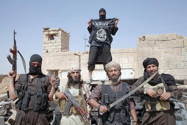 «Умеренные с радикалами» позируют в Сирии