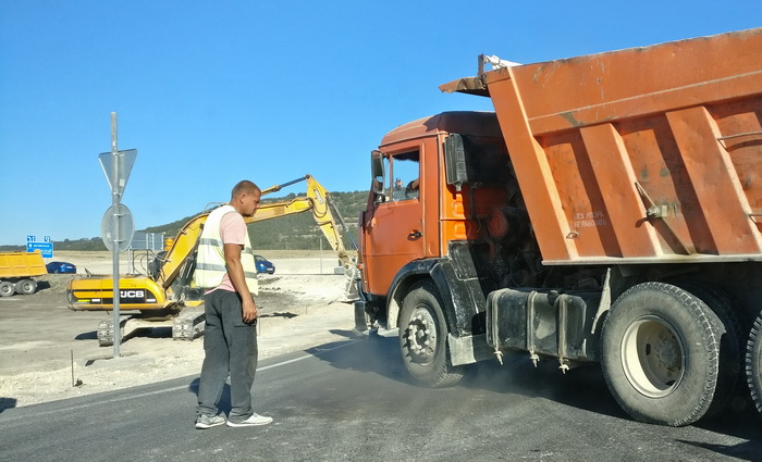 Ремонт дорог сегодня идет по всей территории Республики Крым