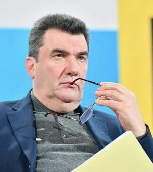 Невыразимые страдания написаны на сытом и довольном лице секретаря СНБО Алексея Данилова
