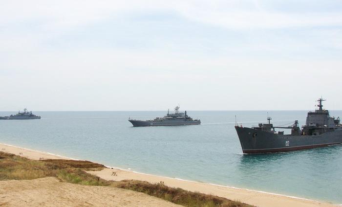 На Черноморском ТВД*: когда усталая подлодка из глубины идет домой