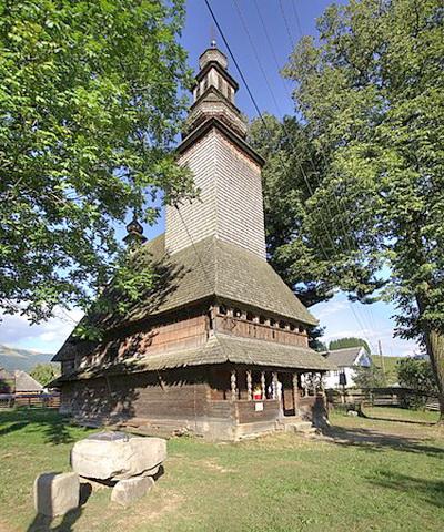 Бывший православный храм Святого Духа, села Колочава, Межигорского района (Полонины), Закарпатской обл. Построен в 1795 году, сегодня закрыт