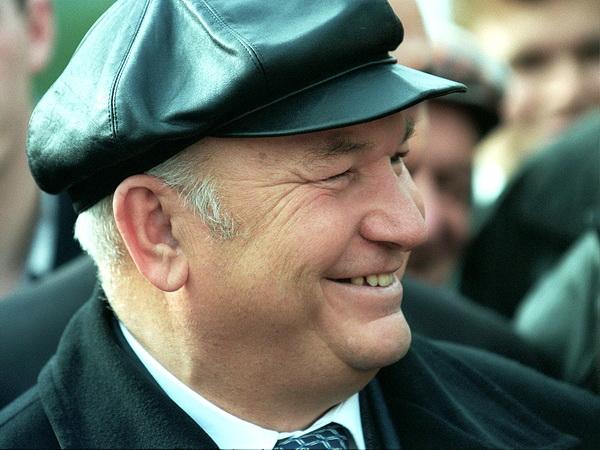Юрий Лужков в своей знаменитой кепке. Фото известного молодого фотографа из Донецка Анастасии Федоренко