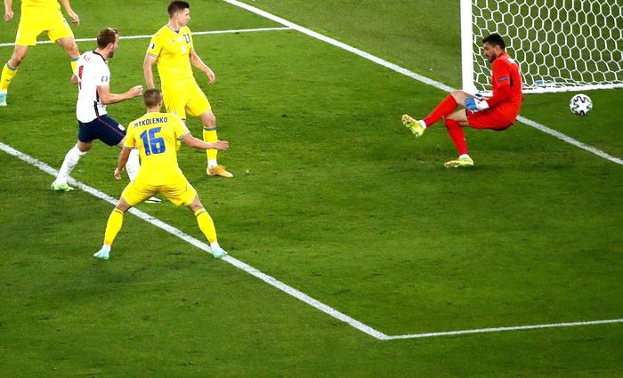 Украинские футболисты оказались сильнее националистов