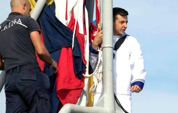 Топовое фото учений «Си бриз 21» — новый юнга-смотрящий. Одесская публика усмотрела определенную схожесть персонажа с известным украинским актером-комиком, по совместительству – президентом Нэзалэжной дэржавы